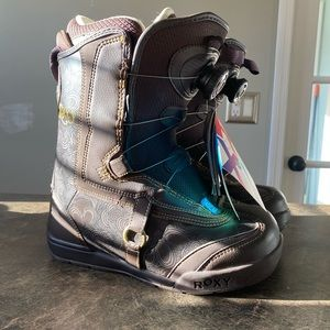 Roxy snow boarding boots